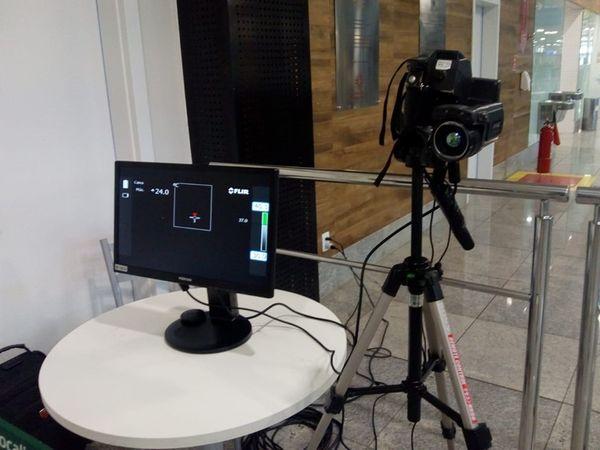 sensor que detecta a temperatura e controlador de temperatura