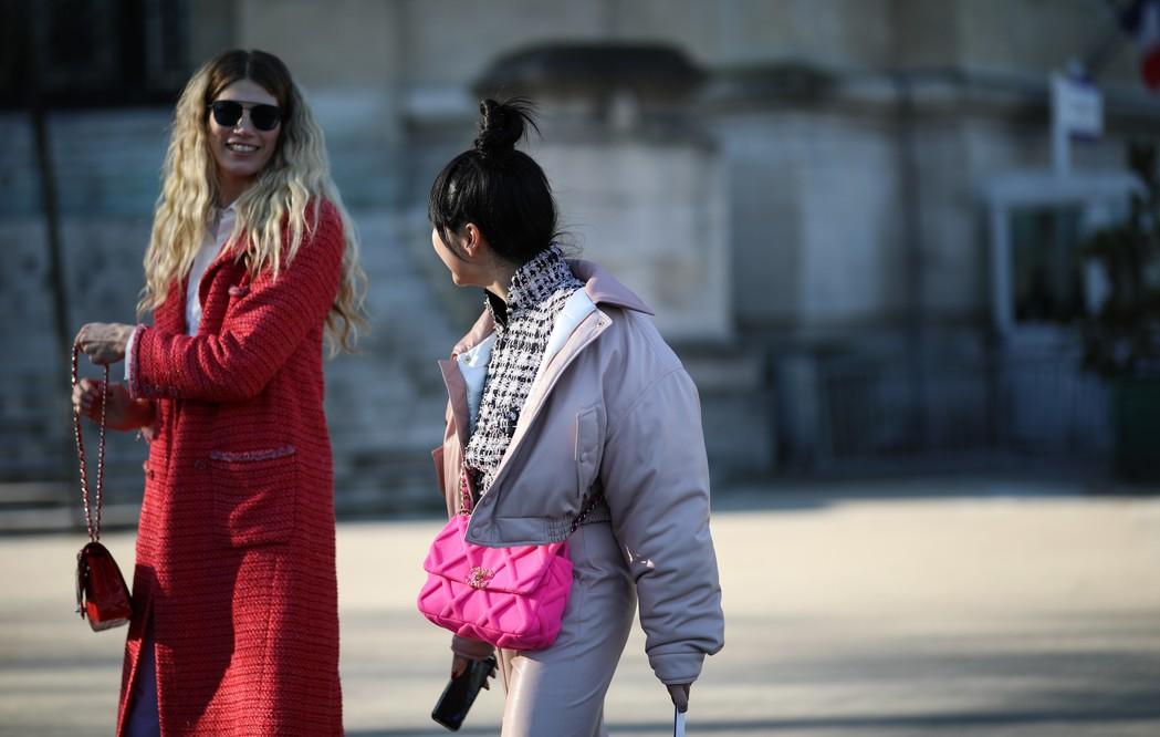 Paris a alta costura adota máscara