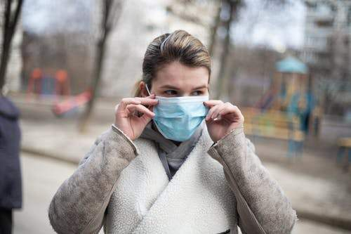 Saiba como cuidar pele com o uso diário de máscara