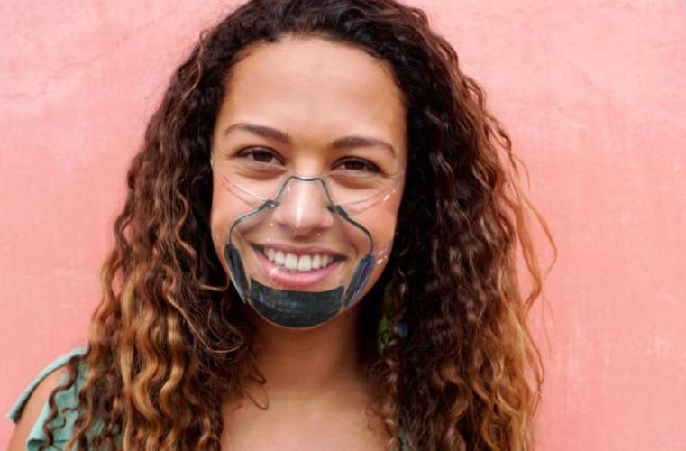 máscara inteligente que se esteriliza sozinha é aposta criativa contra coronavírus